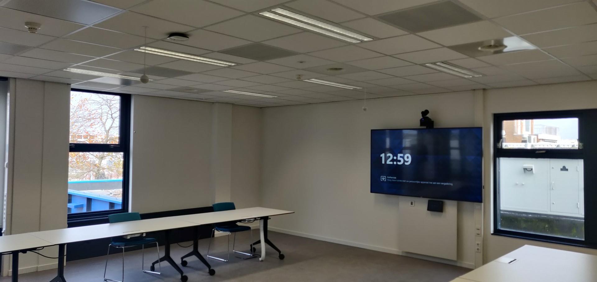 Teamsroom large met plafondmicrofoons